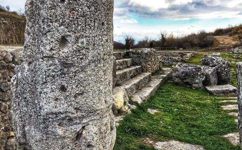 Alba Fucens un gioiello romano nascosto tra i montid'Abruzzo